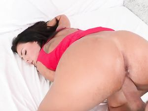 Busty Latina Gets A Facial After Fucking A Long Dong