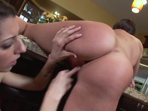 Teen Lesbians Licking Pussy On The Kitchen Counter