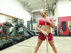 Cardio Hardcore In The Gym With A Curvy Asian
