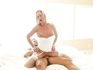 Dirty Babe In White Lingerie Delivers Sex For Breakfast